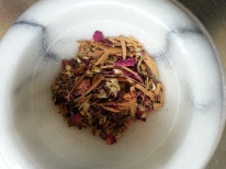 Pulverized herbs tea blend